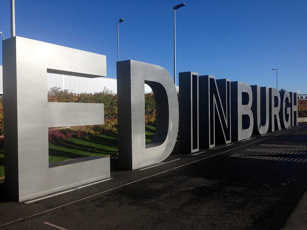 Aeroporto Edimburgo : Choose edinburgh trainspotting per le strade della città