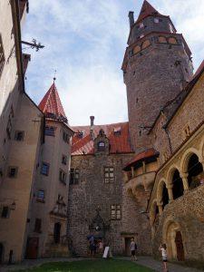 bouzov castello fantaghirò moravia repubblica ceca cortile interno