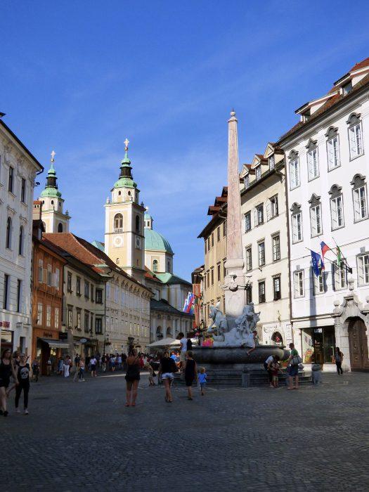 lubiana cattedrale fontana robbo slovenia città vecchia