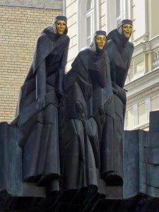 via gedimino teatro di vilnius lituania maschere