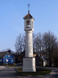 lituania villaggio di trakai colonna santo