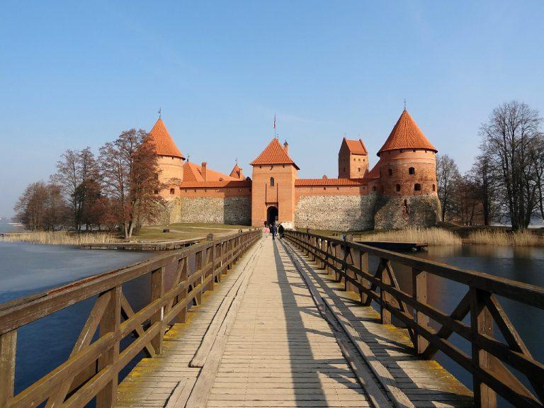 lituania ingresso castello di trakai da ponte