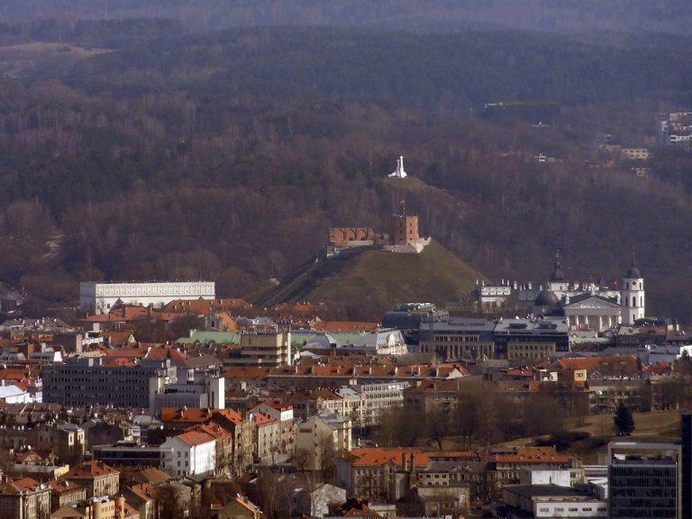 città vecchia di vilnius dall'alto vista da torre tv