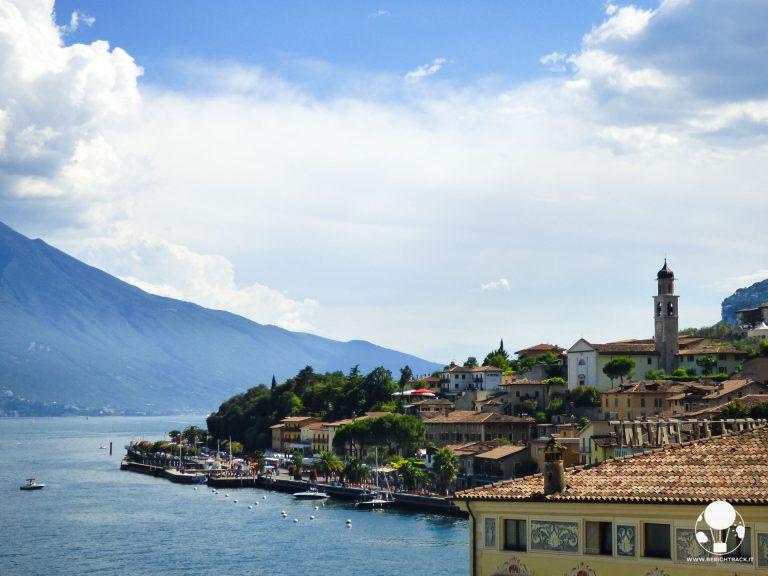 limone-sul-garda-panorama-sul-lago-e-paese-con-campanile-della-chiesa-di-san-benedetto-berightback