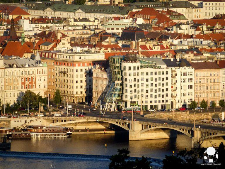 Praga casa danzante simbolo moderno città