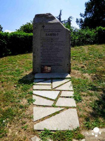 Zašto? Perché? È ciò che chiede il monumento in ricordo delle vittime civili dei bombardamenti NATO a Belgrado