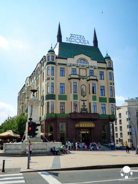 Oltre allo stile unico, l'hotel Moskva di Belgrado offre anche una torta ormai iconica dallo stesso nome