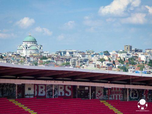 Dalla tribuna dello stadio Rajko Mitić si può ammirare il centro di Belgrado