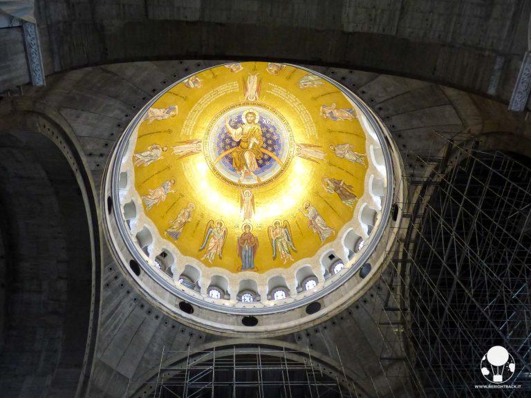 La cupola è il primo elemento completo all'interno del tempio di San Sava, senza considerare la cripta