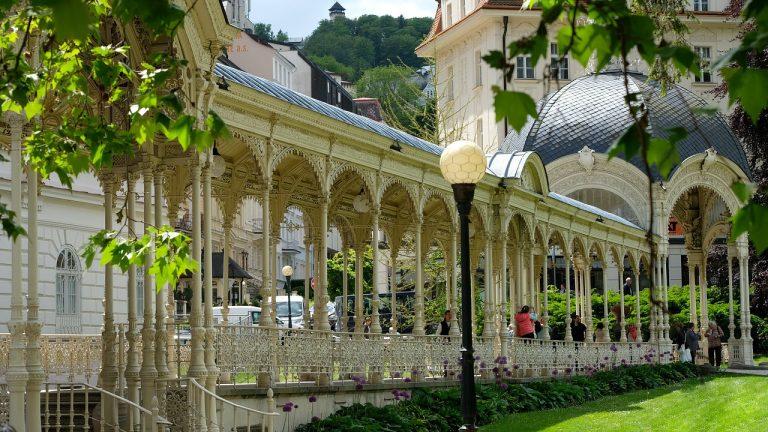 Uno dei colonnati di Karlovy Vary (mio scatto, agosto 2008)