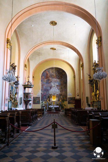 cosa-vedere-a-celje-chiesa-maria-assunta-altare-ed-interni-berightback