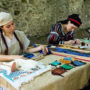 cosa-vedere-a-celje-cortile-del-castello-lavori-manuali-medievali-berightback