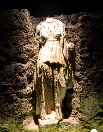cosa-vedere-a-celje-resti-romani-statua-donna-museo-palazzo-del-principe-berightback