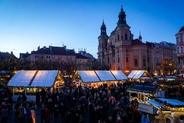 mercatini di natale praga piazza città vecchia e chiesa di san nicola bancarelle cibo e artigianato
