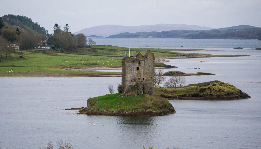 scozia on the road castle stalker