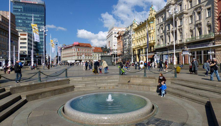 piazza-jelacic-fontana-mandusevac-zagabria-croazia-berightbackit