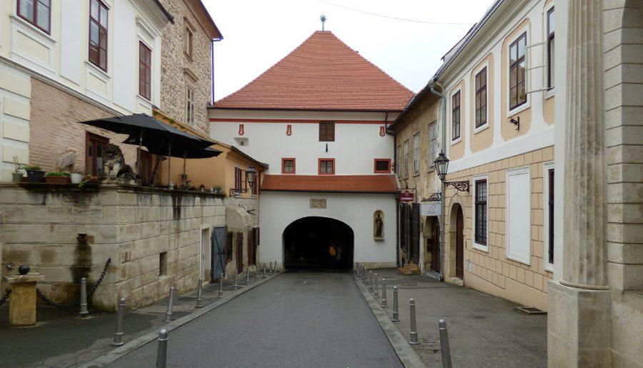 porta-di-pietra-zagabria-croazia-berighbackit