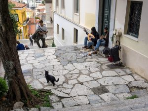 Atene gatto che ascolta musica Plaka grecia