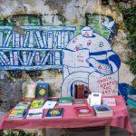 Centro Atene Grecia street art pescatore in mezzo ai libri
