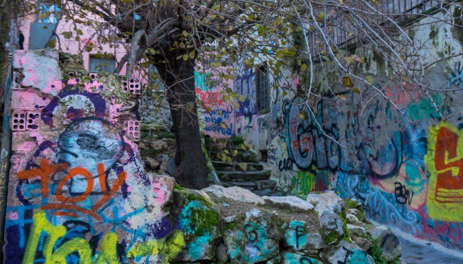 Centro Atene Grecia street art anafiotika albero e colori
