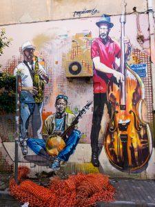 Atene street art psyri murales trio jazz con strumenti