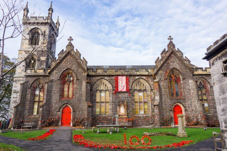 Liberton kirk Edimburgo ricoperta di papaveri per centenario guerra scozia