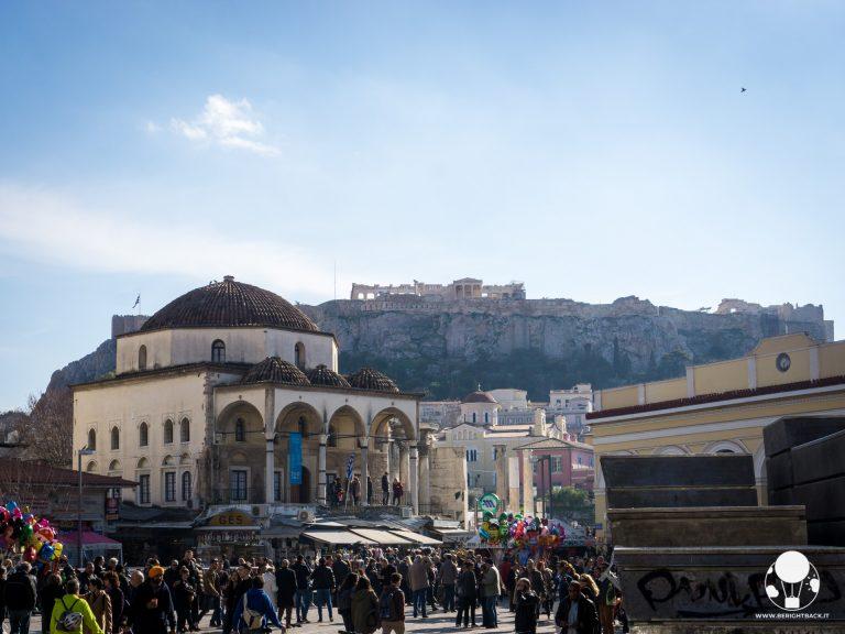 monastiraki piazza centrale atene vista su acropoli