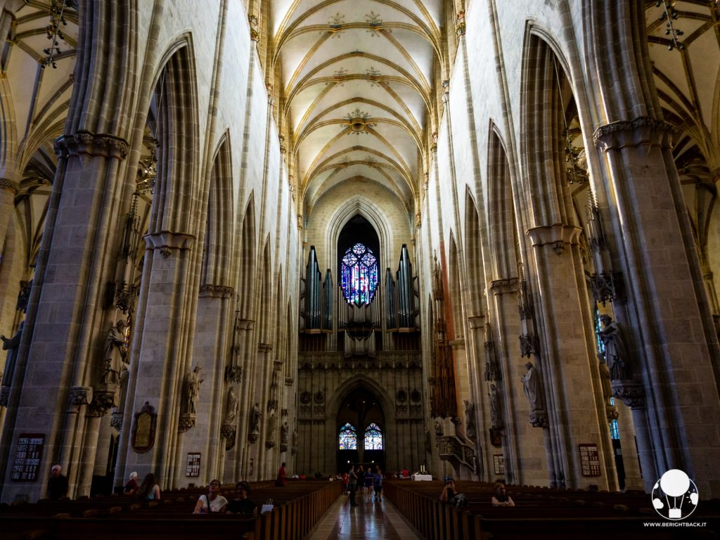 duomo ulma germania navata centrale organo