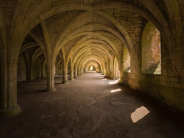 fountains-abbey-3537440_1920