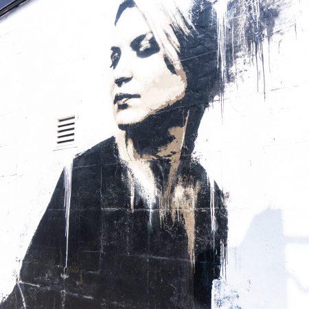 glasgow mural trail ritratto donna bianco e nero