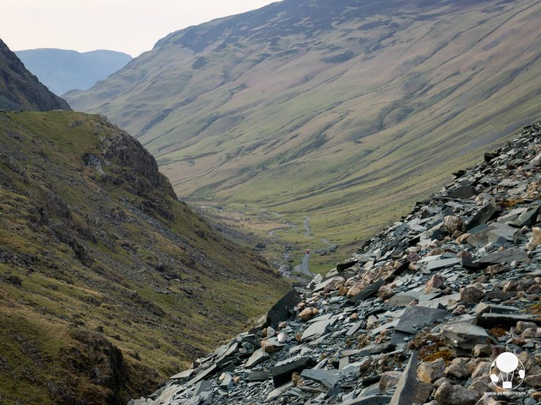 lake district inghilterra honister pass bus rosso discesa