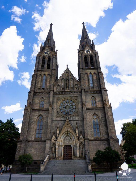 piazza della pace praga vinohrady chiesa santa ludmilla