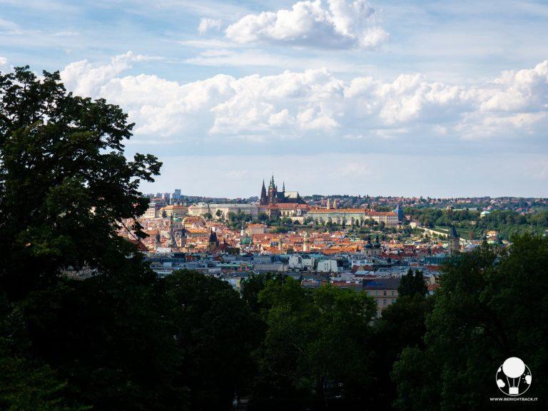 parco riegrovy sady vinohrady vista su castello pragaa