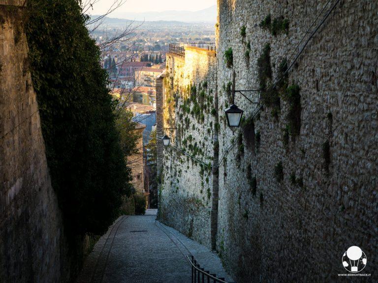spoleto umbria mura medievali