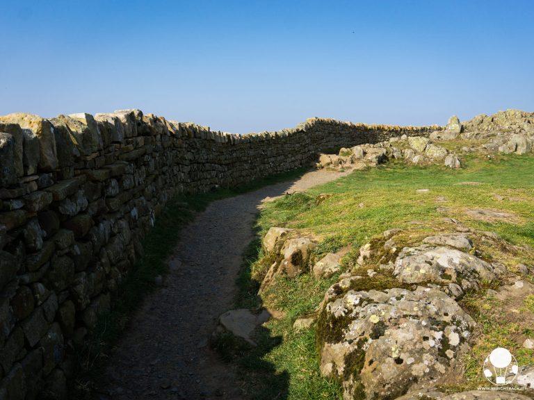 roman wall vallo di adriano inghilterra tratto