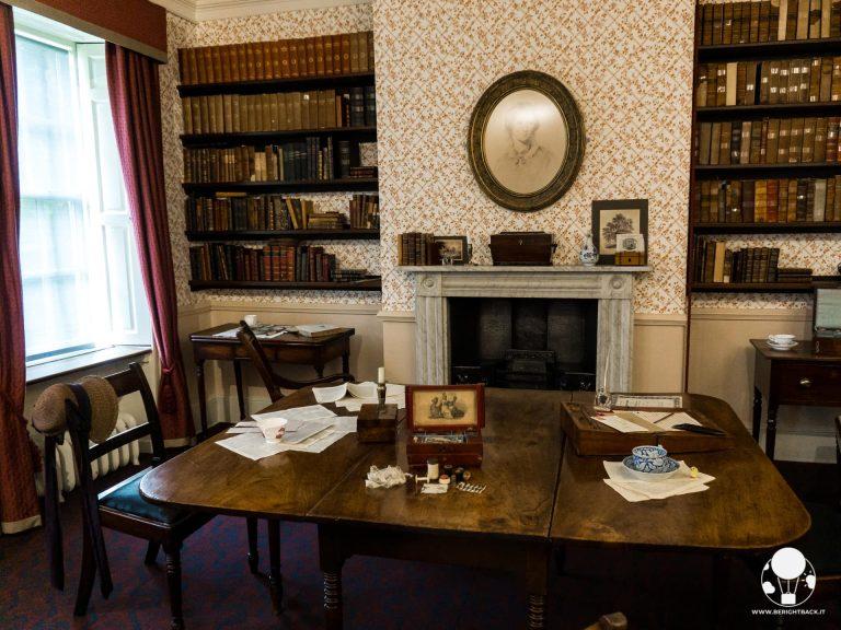 casa museo sorelle bronte sala da pranzo dove emily charlotte anne scrivevano
