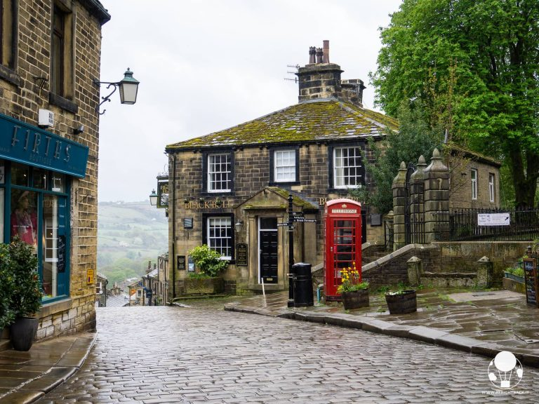 haworth paese sorelle bronte main street cabina rossa tipica inglese