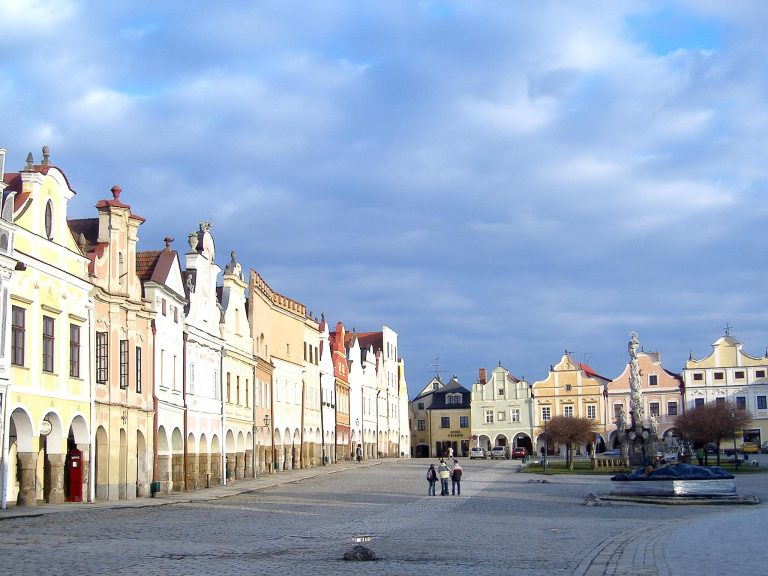 piazza centrale telc case colorate repubblica ceca