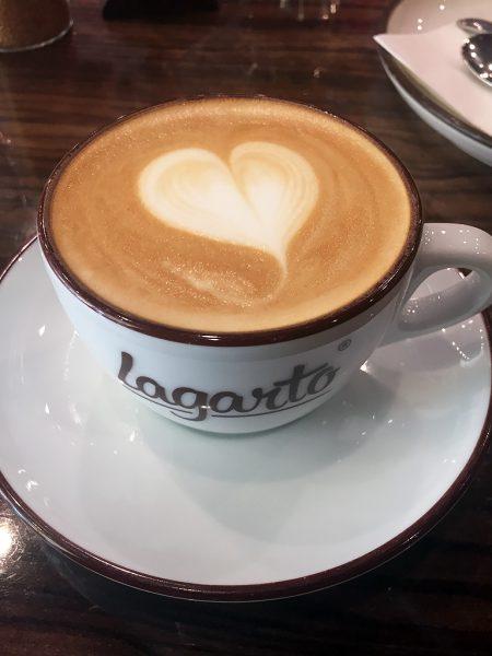 cafe-lagarto-teplice-repubblica-ceca-cappuccino-berightback