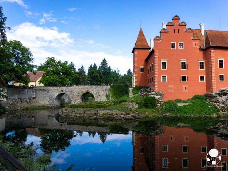 repubblica ceca boemia del sud castello cervena lhota su lago riflesso