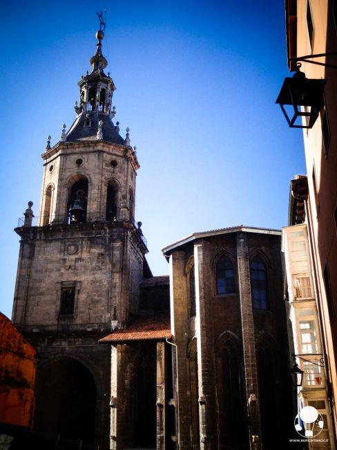 vitoria gasteiz capitale paesi baschi spagna chiesa di san pedro campanile