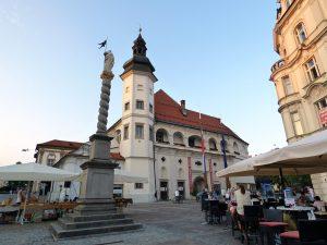 maribor marburgo slovenia piazza castello con colonna