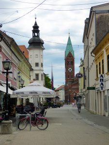 maribor marburgo slovenia centro storico con torre castello e chiesa francescana