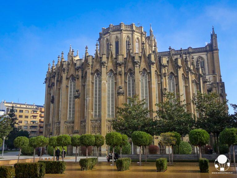 vitoria gasteiz capitale paesi baschi spagna retro chiesa santa maria immacolata giardini