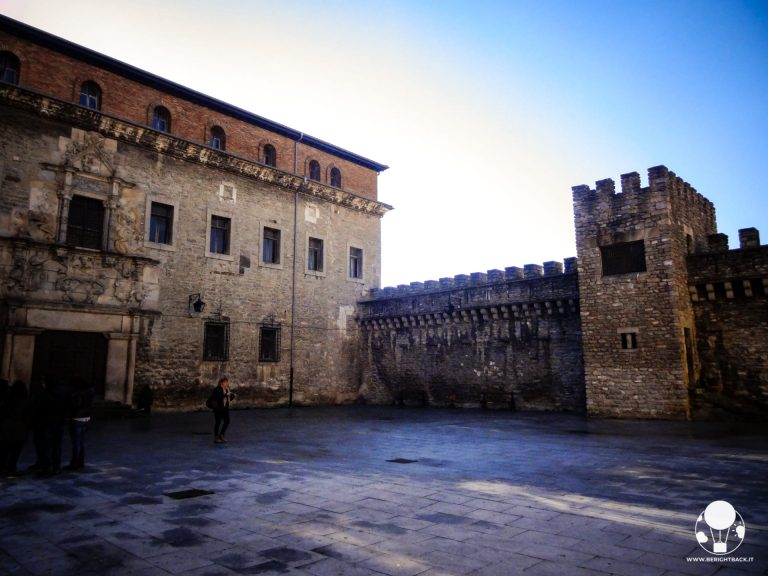vitoria gasteiz capitale paesi baschi spagna palazzo escoraza esquivel e mura medievali torre