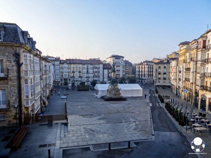 vitoria gasteiz capitale paesi baschi spagna plaza de la virgen blanca cuore citta