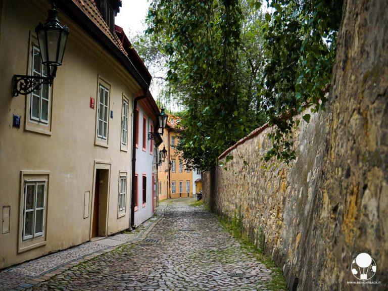 praga-hradcany-quartiere-novy-svet-nuovo-mondo-vicoli-berightback