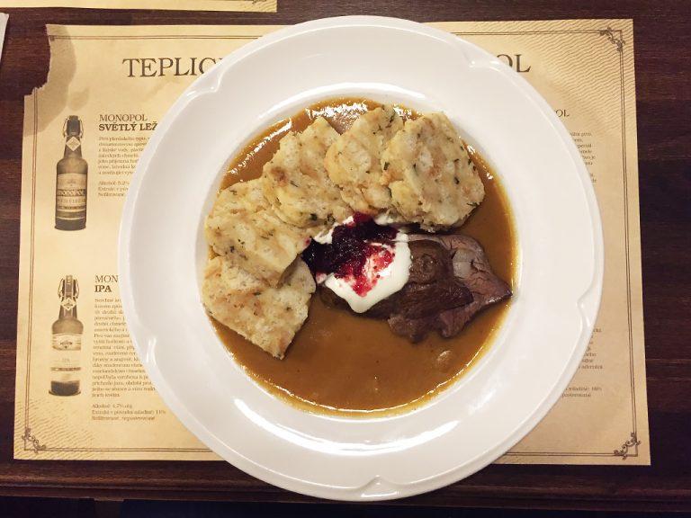 svickova-piatto-tipico-repubblica-ceca-ristorante-monopol-teplice-berightback