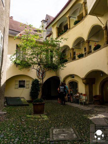 graz stiria austria cortile interno centro storico in stile rinascimentale arcate
