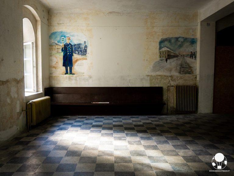 moldava-confine-repubblica-ceca-germania-krusne-hory-sala-aspetto-stazione-ferroviaria-fantasma-berightback-min